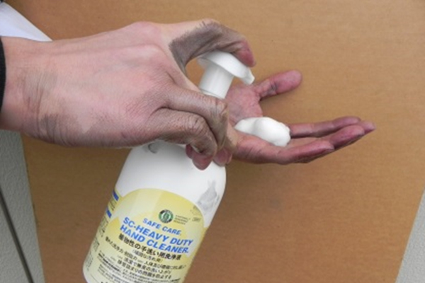 Apply E-CLEAN(HDHC) to hands